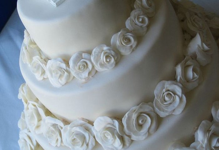 All White Roses Wedding Cake A Wedding Cake Blog