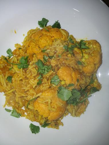 Spicy rice with cauliflower and chicken