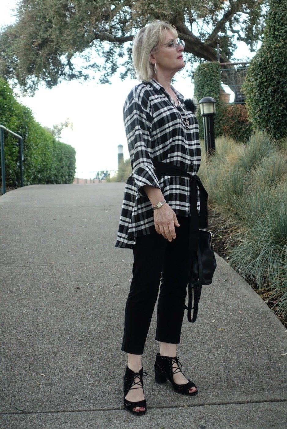 Jennifer Connolly of A Well Styled Life wearing lightweight plaid