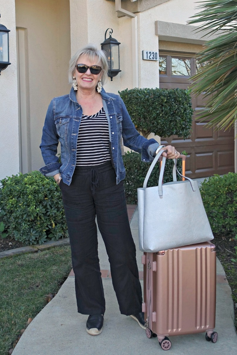 Jennifer Connolly of A Well Styled Life traveling with Calpak spinner