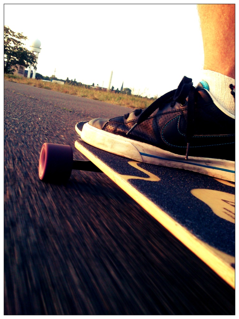 longboarding Tempelhofer Freiheit (CC http://awesomatik.wordpress.com)