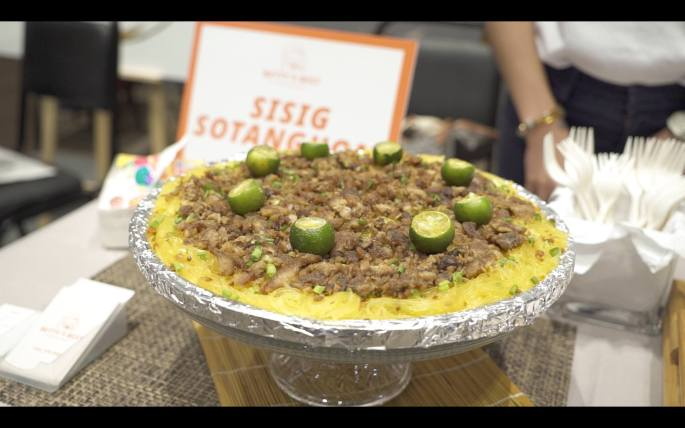Sisig Sotanghon: Small (4-6 pax - ₱420), Medium (7-9 pax - ₱640), Large (10-12 pax - ₱860)