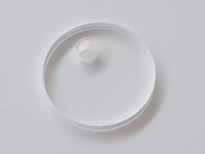A simple acrylic disc for machining accuracy check