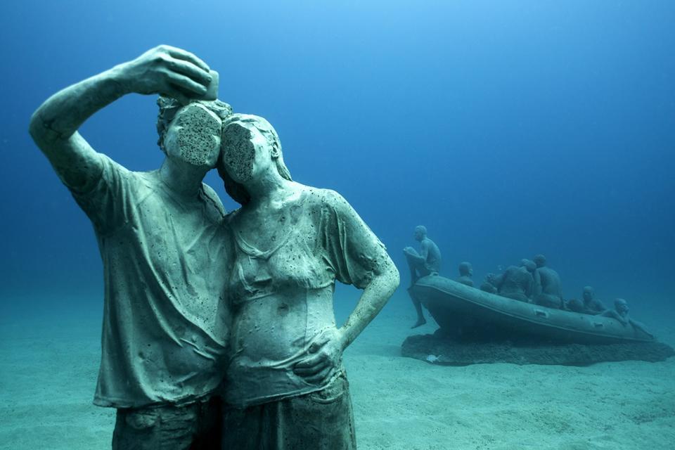 Sculptor Creates Unique Underwater Sculptural Museums To Create Environmental Awareness 3