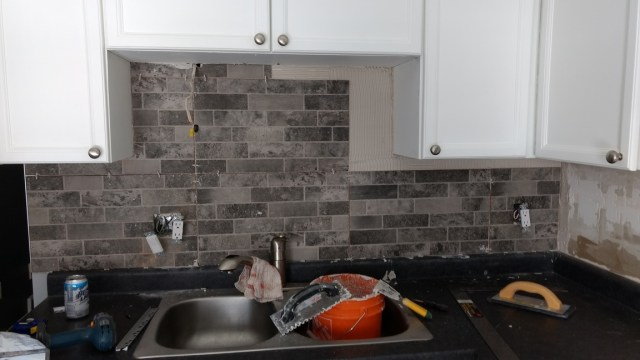 backsplash install