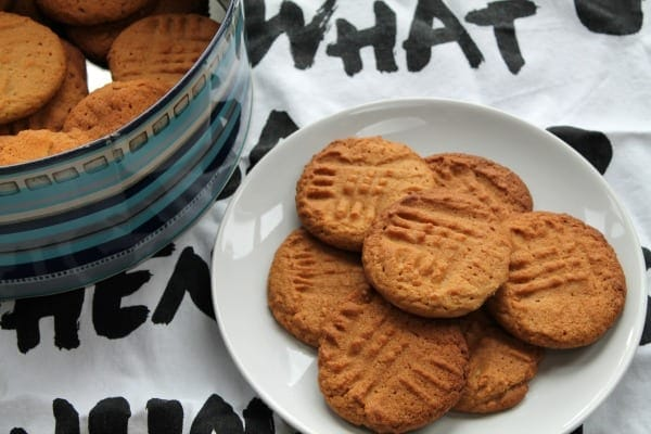 Crunchy Peanut Butter Cookies   How to be Awesome on $20 a Day