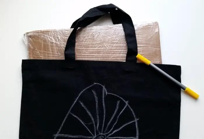 Last Minute DIY Halloween Decor & Trick or Treat Bag