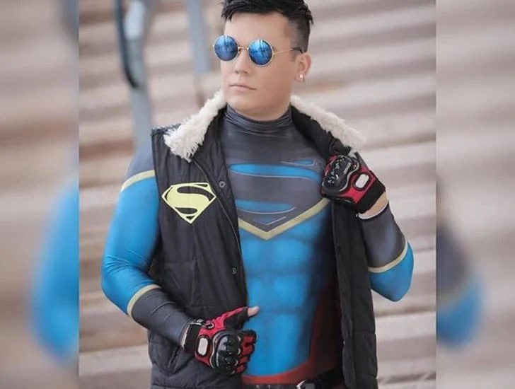 Traje Cosplay-Con dos homens do Superboy