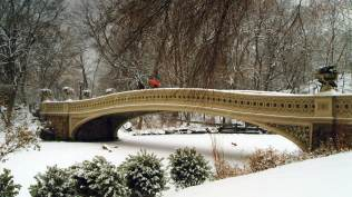 2013-12-29_DE-DE11384360896_Die-Bow-Bridge-im-Central-Park-New-York-USA_1920x1080