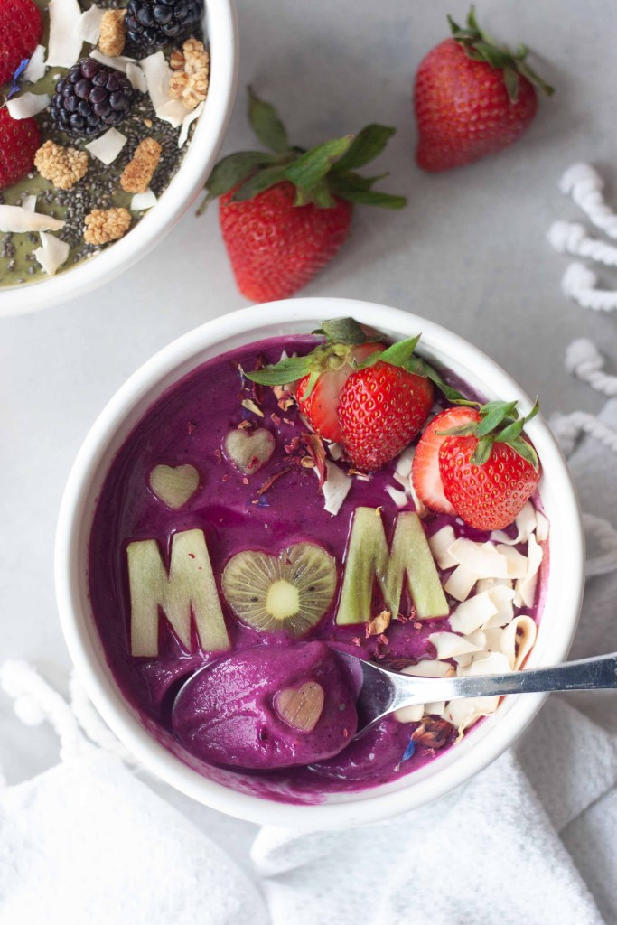 Supermom (with pink power) Superfood Smoothie Bowl