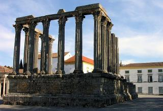 Alicante Bouschet grows near Alentejo Roman Temple