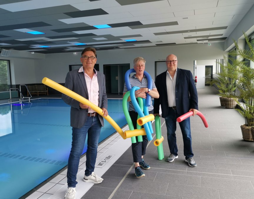 Auf dem Bild: Henry Peukert (Geschäftsführer Saunahuus), Astrid Schröder, Holger Dienst