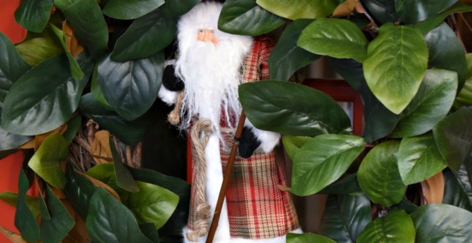 DIY Christmas Magnolia Wreath