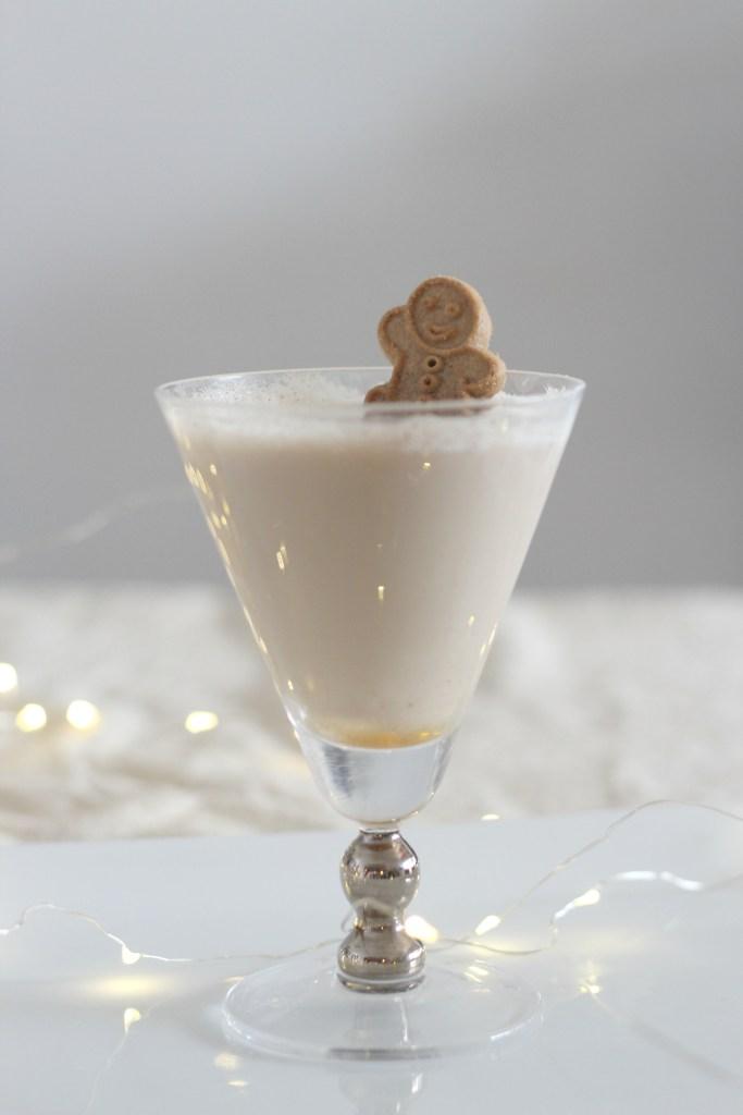 Festive Holiday Beverages #holidaydrinks #holidaycocktails #christmasbeverages #awonderfulthought.com