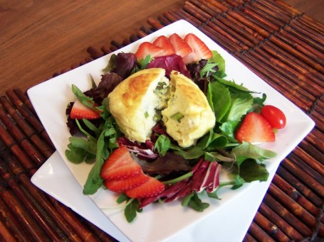 Salad and goat cheese souffle'