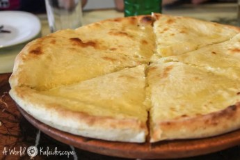 backpacking-in-georgien-food-imeruli-khachapuri