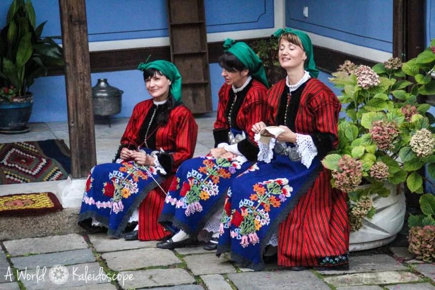 Frauen in Tracht, Plovdiv, Bulgarien