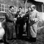 Die Übergabe eines Porsche 356 an den Kunden Dr. Ottomar Domnick (1950)