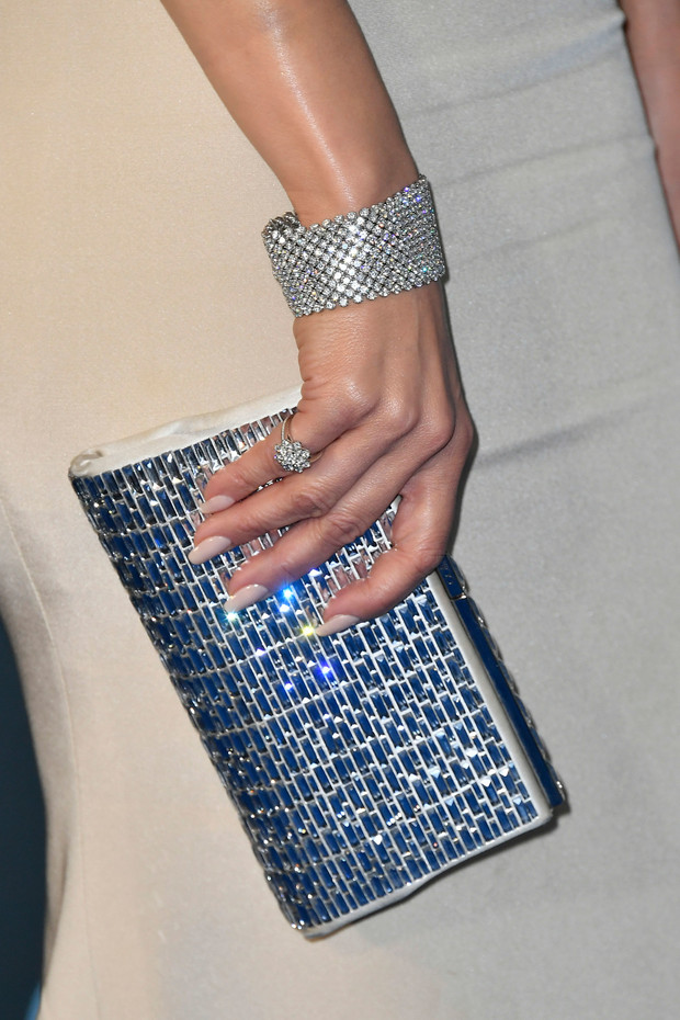 accesorios de jlo en los critics choice awards 2020
