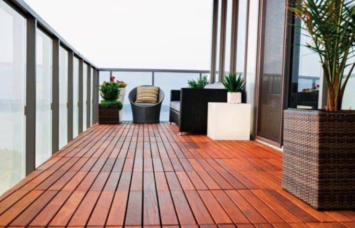 balkon rumah dari kayu