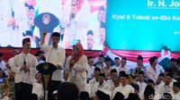 Di Depan Jokowi, Wanita Banser Curhat Minta Uang Motivasi