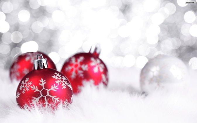 red_christmas_balls_wallpaper_e987a