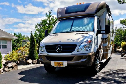 AXEL BLOOM ADJUSTABLE BED: 2013 WINNEBAGO VIEW PRO
