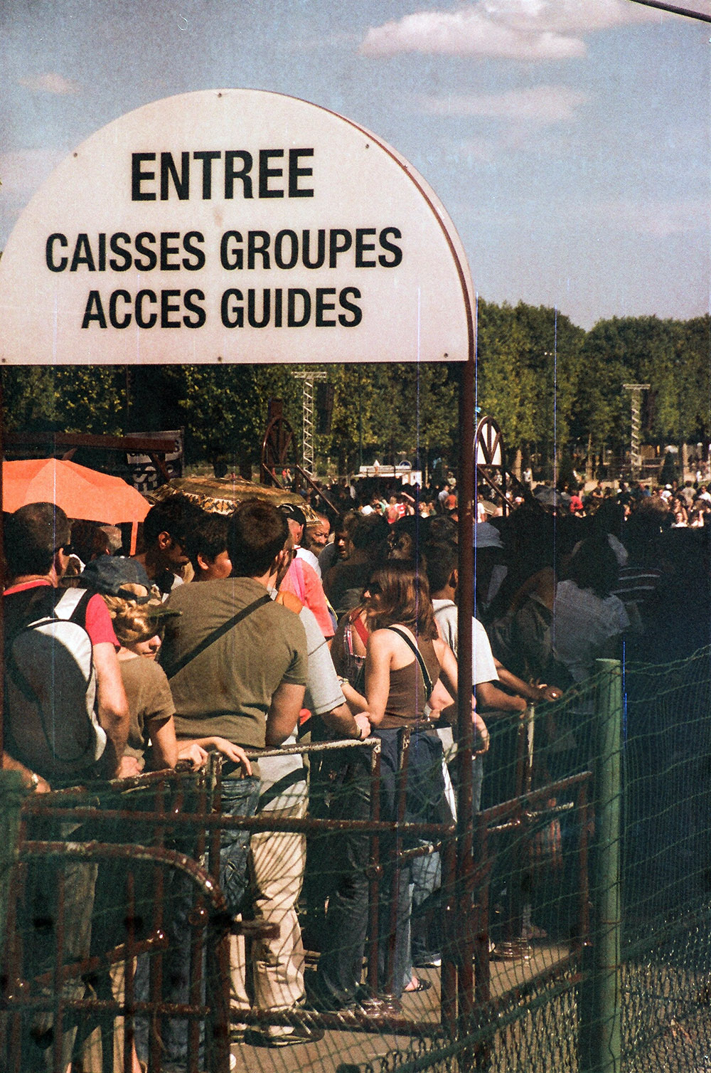 What Eiffel tower is actually about - the long queue