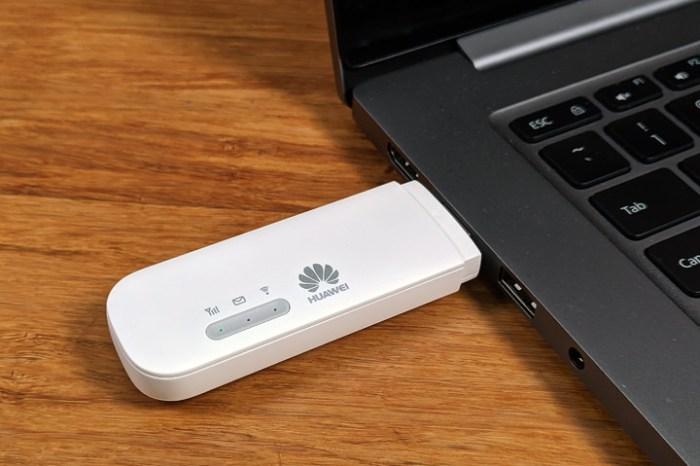 體積小巧,隨插即用!HUAWEI E8372h 4G 行動網卡開箱與使用心得分享!