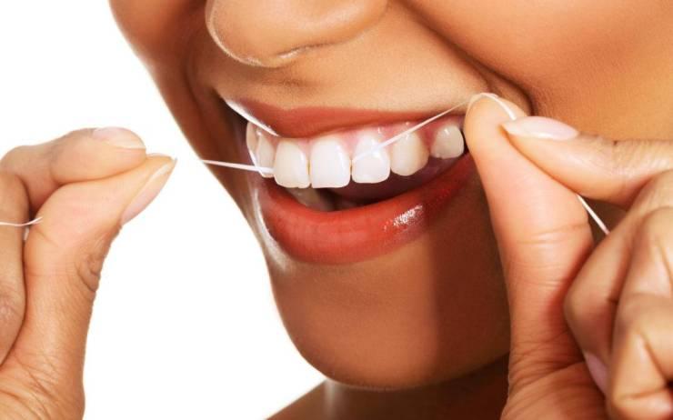 Hilo dental, antes o después del cepillado - Axioma Estudi Dental