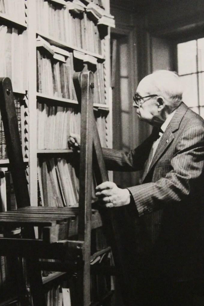 h-3000-dumezil_georges_georges-dumezil-dans-sa-bibliotheque_1986_edition-originale_autographe_2_51629
