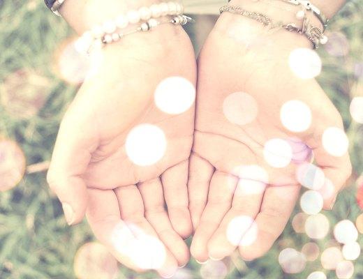 Hände voller Energie