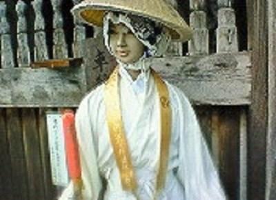 霊山寺山門に立つマネキン