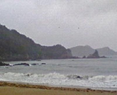 荒れる海を眺めつつ昼食。
