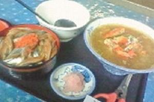 待望の生サンマ丼+カニ汁。1400円。