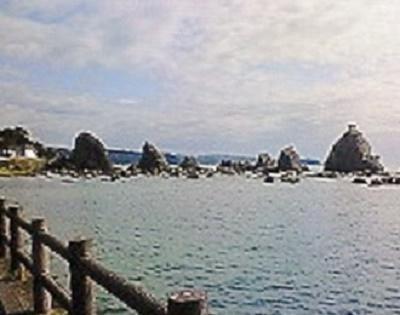 2009/09/09 09:14 橋杭岩。40余りの岩柱が連なる。