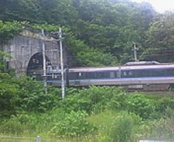 2010/07/02 13:36 右手には函館本線。
