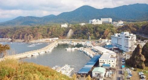 2011/10/ 8 13:17 オロンコ岩から望む、ウトロ港