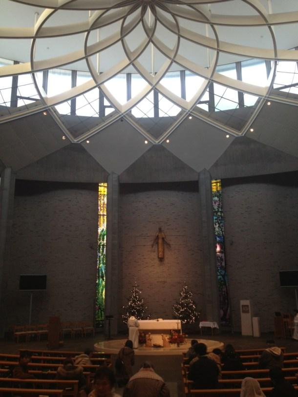 朝7時、多くの方が礼拝にきていました。