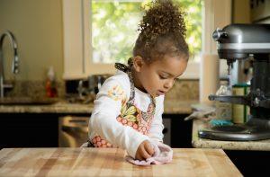faire des tâches ménagères à vos enfants pour qu'ils réussissent