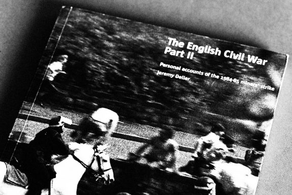 The English Civil War Part II-book-Cornerhouse-Stuktur-Jeremy Deller