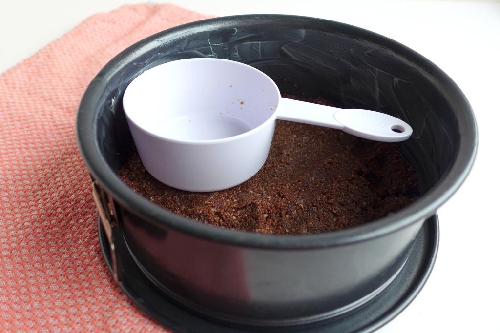 chocolate nut cookie cheesecake base