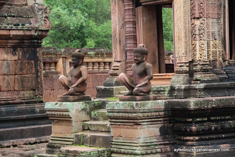 Banteay Srei Tapınağından...