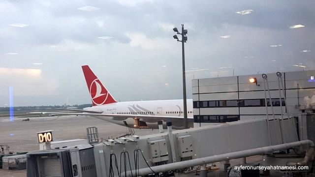 George Bush International Airportta İstanbul uçumuşumuzu beklerken..