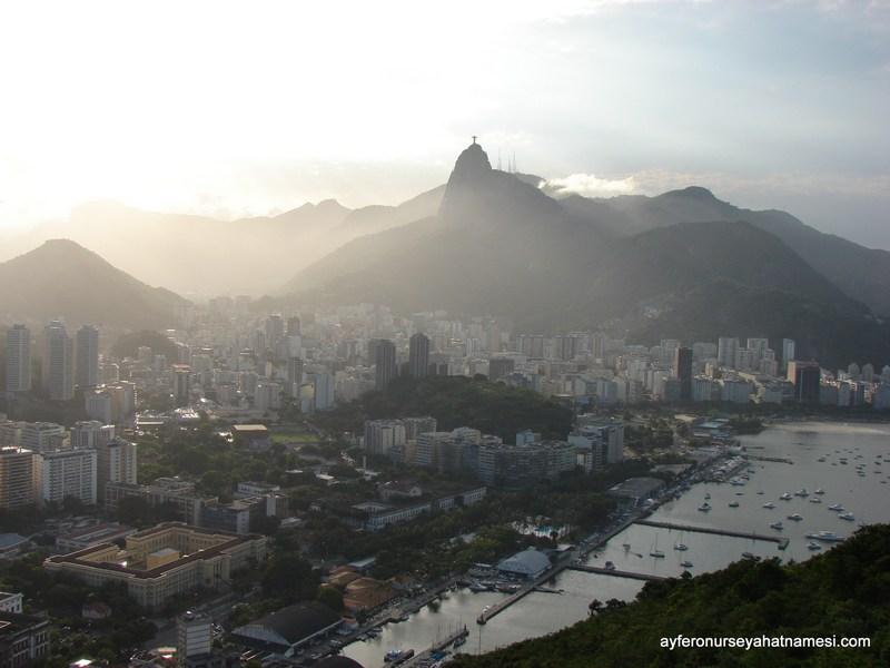 Sugar Loaf Tepesi'nden Kurtarıcı İsa ve Şehir Manzarası - Rio de Janeiro