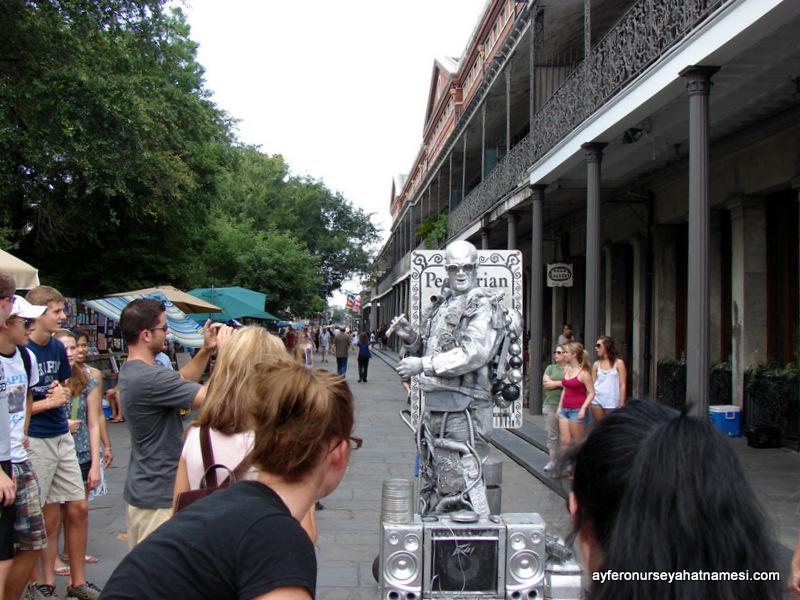 New Orleans'ın eğlenceli sokaklarından...