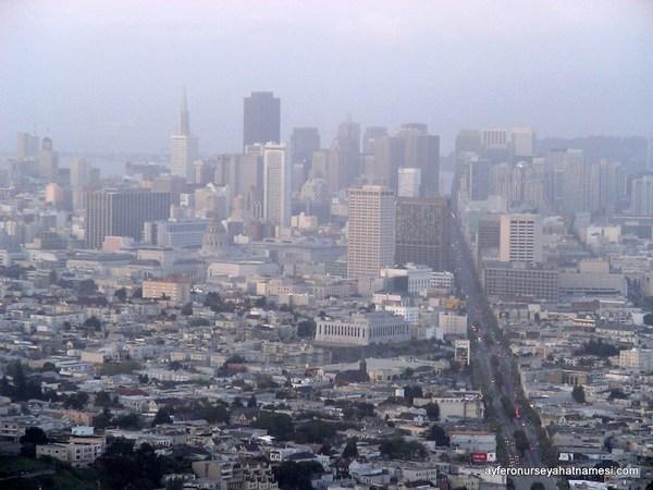 Twin Peaks'ten San Francisco şehir manzarası...