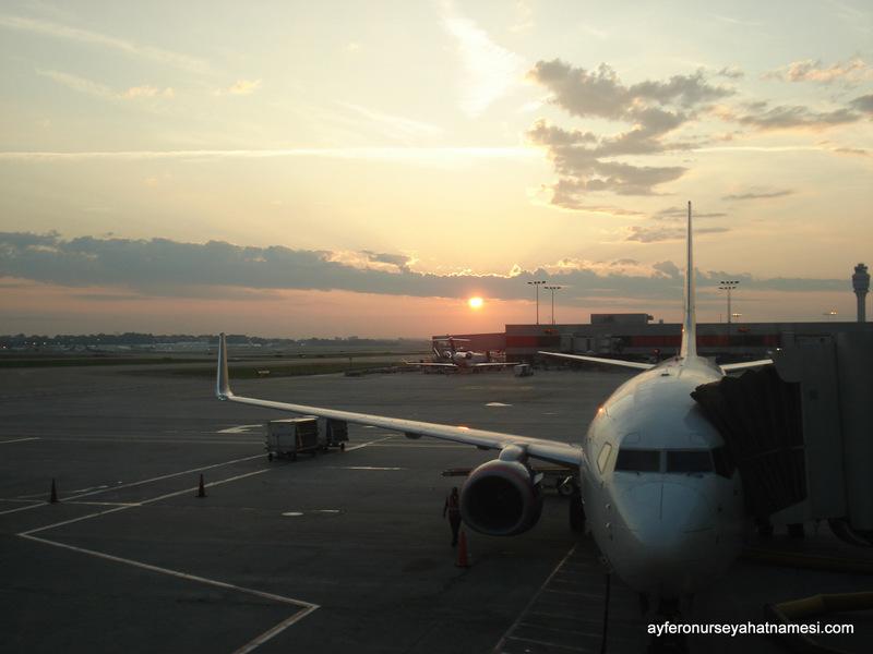 Gün doğumu ile yine bir gün havaalanındayız...