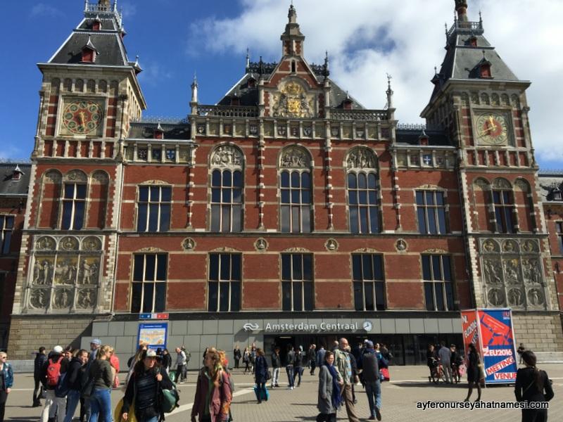Amsterdam Central Tren İstasyonu