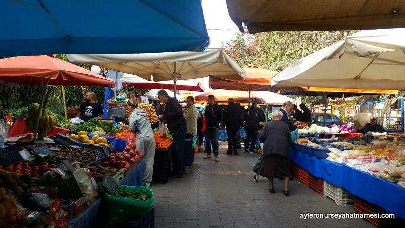 Yunanistan'daki yaşlı nüfus hayatla barışık...